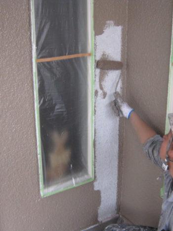 I様邸の外壁中塗りの様子