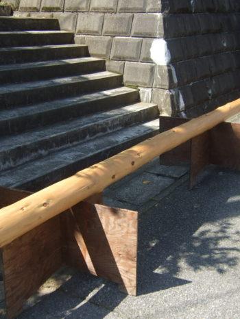 柏市T様邸の玄関ポーチ柱に使用した木材