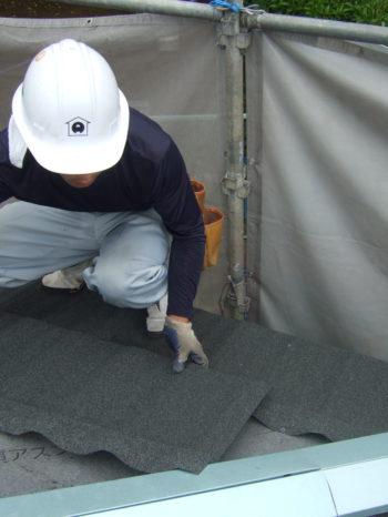 柏市T様邸の屋根カバー工法の様子