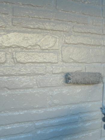守谷市O様邸の外壁の上塗りの様子