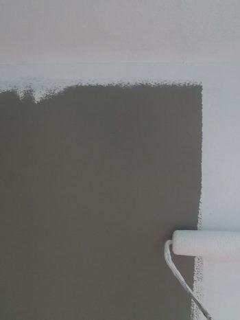 柏市B様邸の外壁の下塗りの様子