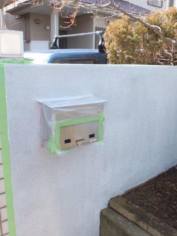 柏市N様邸の門塀塗装の様子