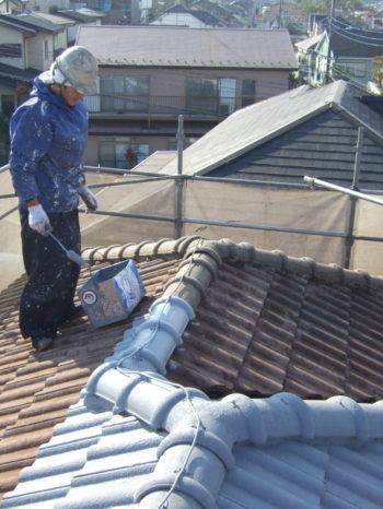 柏市M様邸の屋根の下塗りの様子