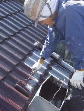 柏市M様邸の屋根の中塗りの様子