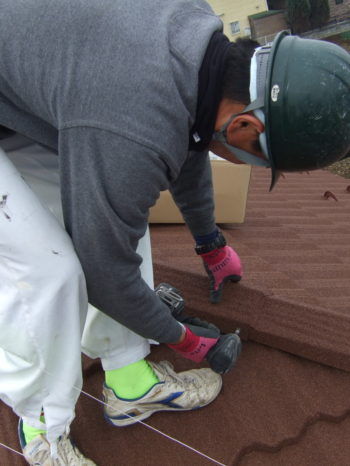K様邸の屋根カバー工法の様子