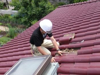 柏市N様邸の屋根の天窓修理前の様子