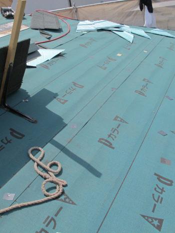 柏市T様邸の屋根にルーフィングを敷いた後の様子