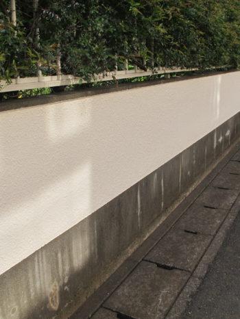 松戸市W様邸の門塀塗装の様子