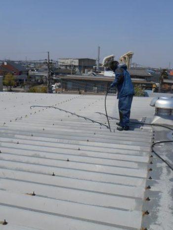 三郷市倉庫屋根の高圧洗浄