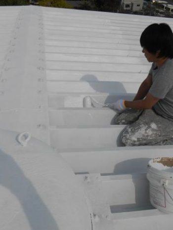 三郷市倉庫の屋根上塗り