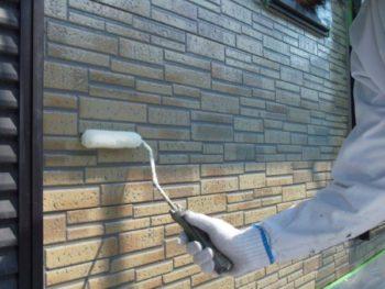 我孫子市I様邸外壁のクリヤー下塗りの様子