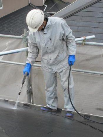 取手市K様邸の屋根高圧洗浄の様子