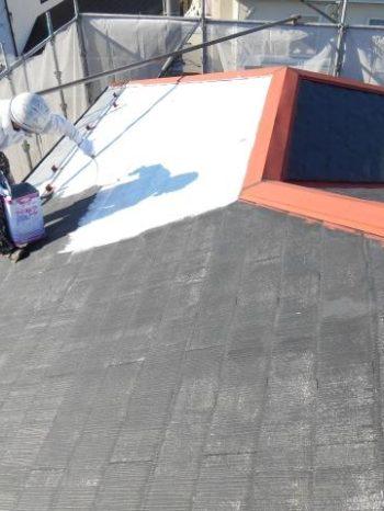 柏市M様邸の屋根下塗りの様子
