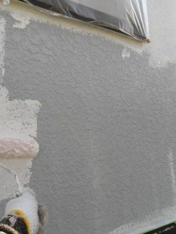 柏市M様邸の外壁下塗りの様子