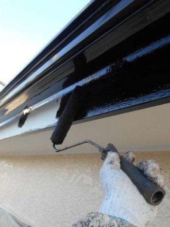 柏市M様邸の破風板塗装の様子