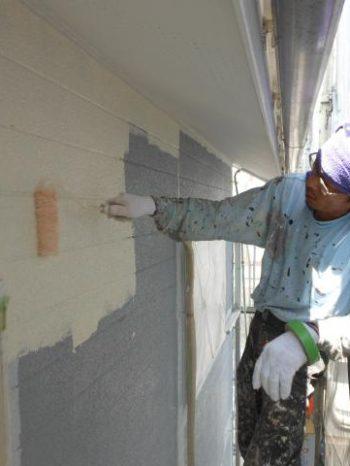守谷市M様邸の外壁下塗りの様子