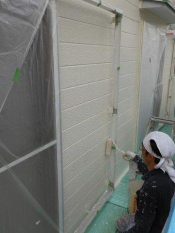 守谷市M様邸の外壁上塗りの様子