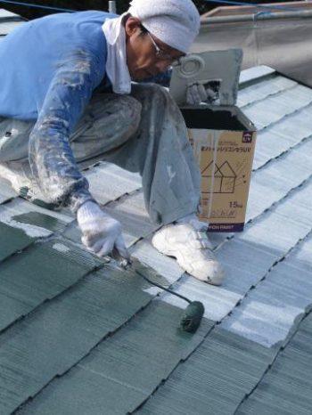 守谷市M様邸の屋根塗装の様子