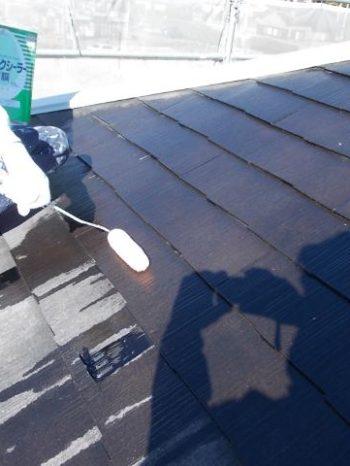 取手市O様邸の屋根の下塗りの様子