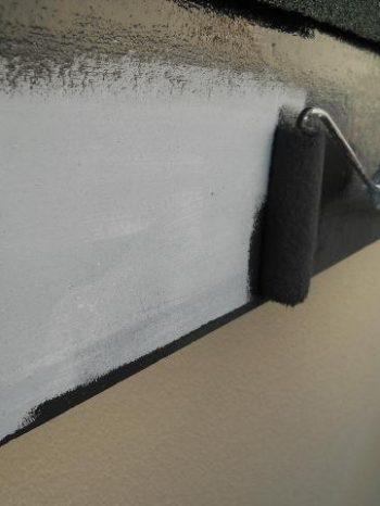 鎌ケ谷市S様邸の破風板の上塗り2回目の様子