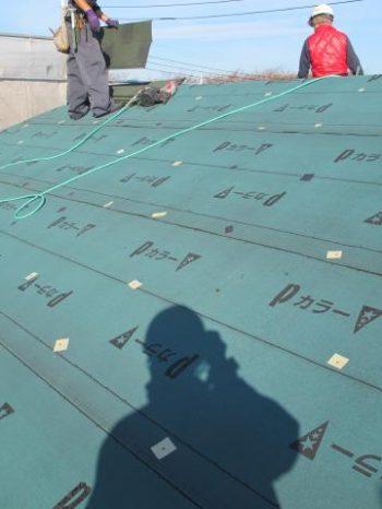 柏市S様邸の屋根ルーフィング敷き込みした様子