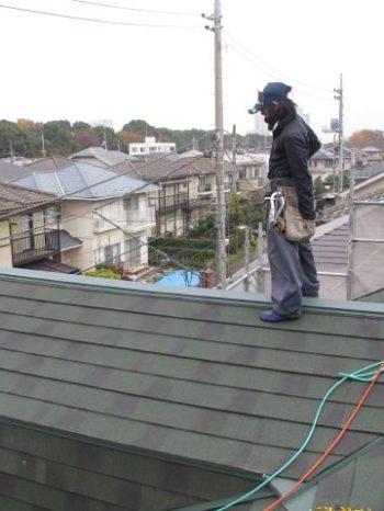 柏市S様邸の屋根カバー工法の様子