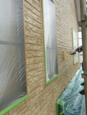 柏市S様邸の外壁クリヤー塗装1回目の様子