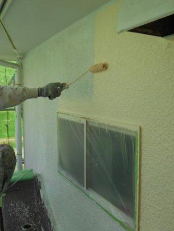 白井市T様邸の外壁中塗り