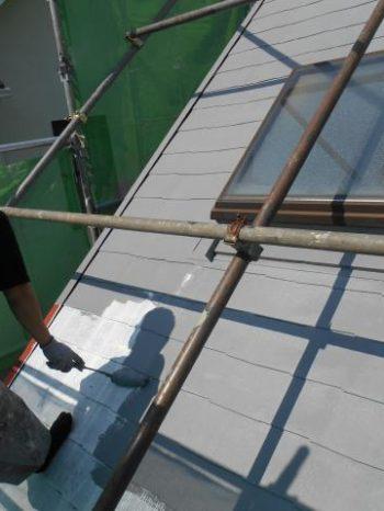 白井市T様邸の屋根の中塗り