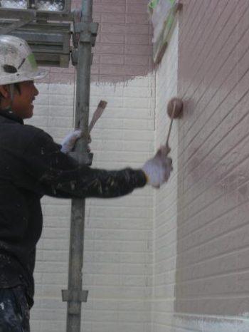牛久市T様邸の外壁中塗り