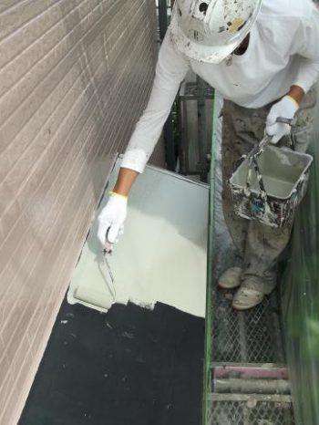 牛久市T]様邸の出窓屋根の下塗り