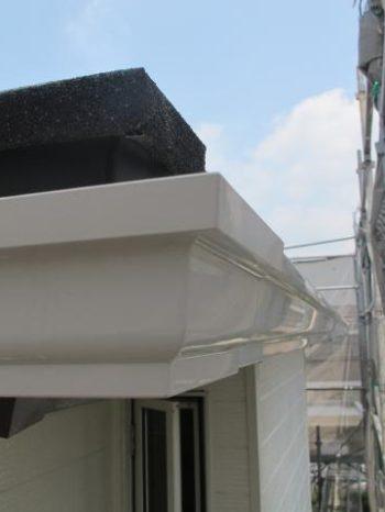 松戸市W様邸の雨樋取り付けが完了した様子