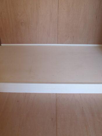 床の間も上から下地合板を貼り、クッションフロアで仕上げます。