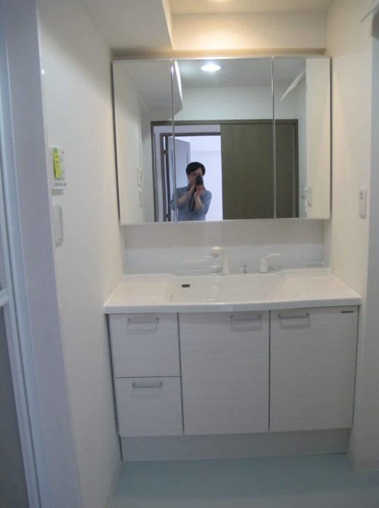 洗面化粧台はタカラスタンダードのリジャスト。リジャストは1cm刻みで間口をオーダーすることができます。