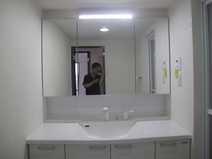 松戸市マンションの洗面化粧台交換が完成した様子